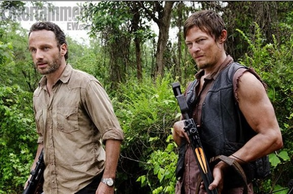 Andrew-Lincoln-and-Norman-Reedus-in-The-Walking-Dead-Season-3-600x398