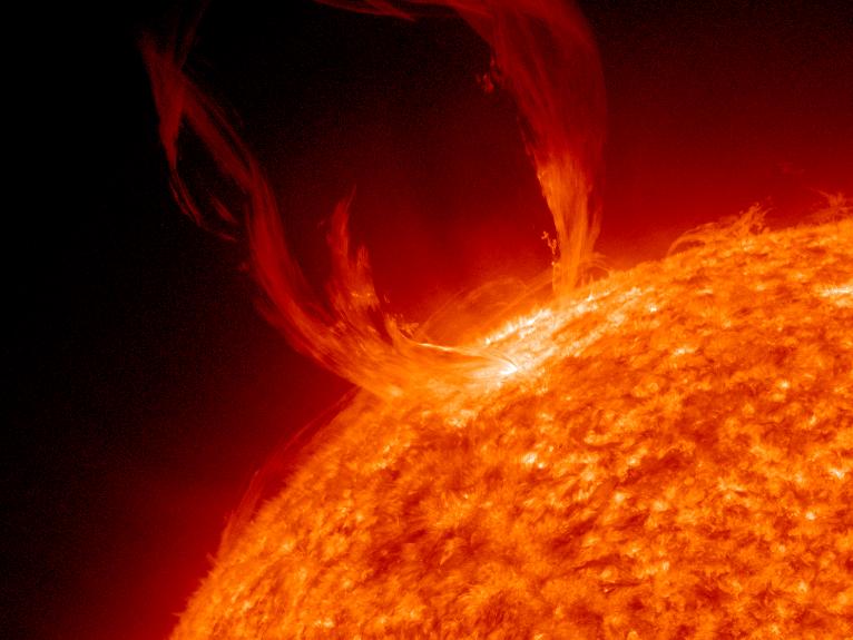 Nasa Captures Hd Video Of A Giant Sun Eruption Giant