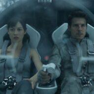 Olga Kurylenko and Tom Cruise in Oblivion