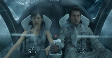 Olga Kurylenko and Tom Cruise in Oblivion