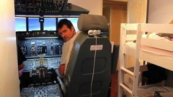 Coolest dad ever builds a 737 cockpit simulator in kids for Bedroom simulator
