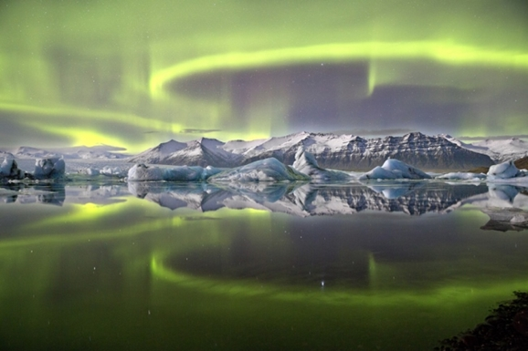 es9_james_woodend_aurora_over_a_glacier_lagoon_651