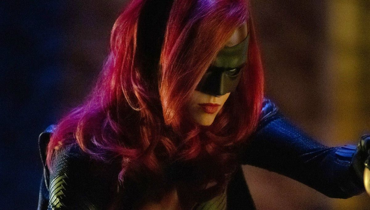 Batwoman Season 2: First Look At The New Batwoman In Costume