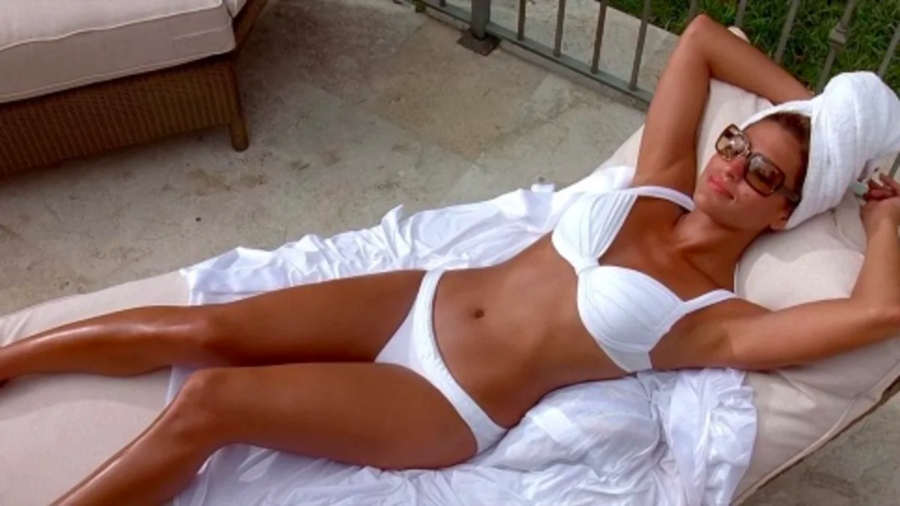 Eva Mendes bikini