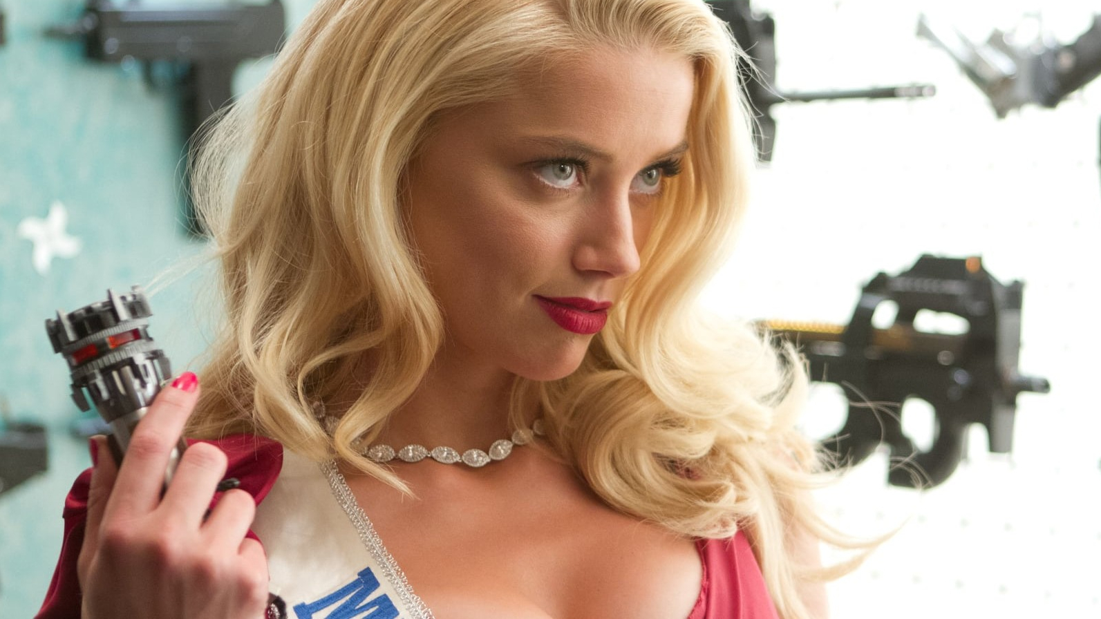 Amber Heard To Take Over Pirates Of The Caribbean From Johnny Depp
