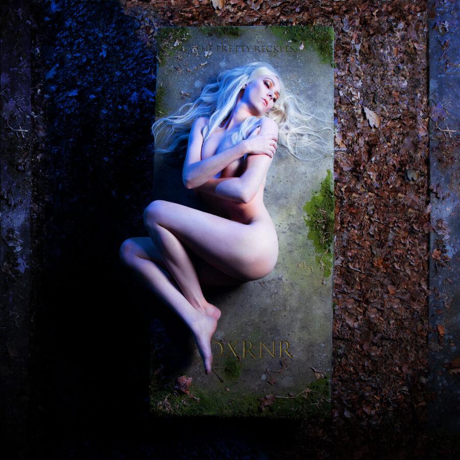 Taylor Momsen naked album cover