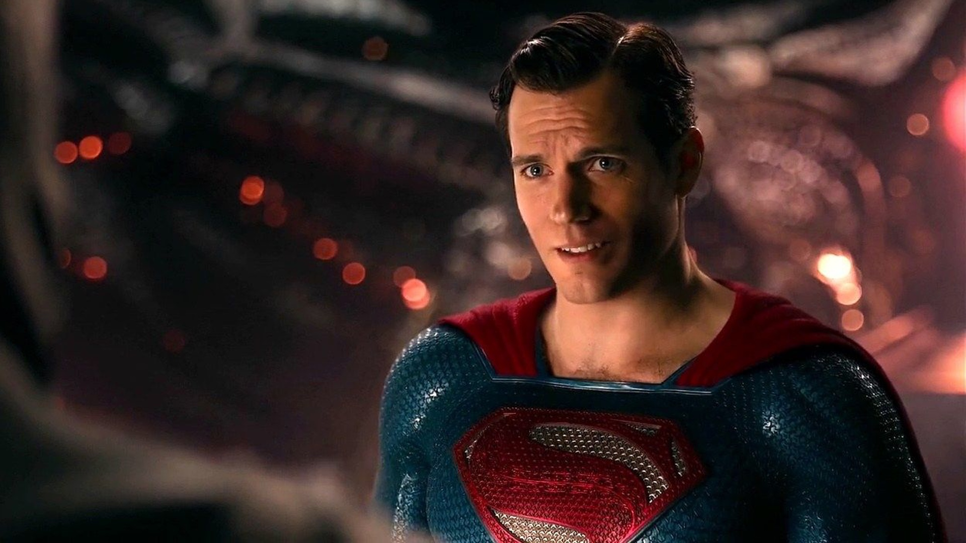 See Henry Cavill Wearing Superman's Black Suit In New Snyder Cut Clip